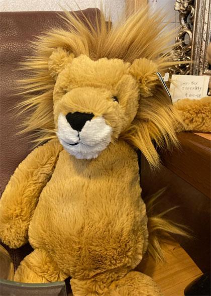 ライオンのぬいぐるみ